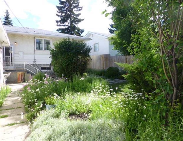 56 Springwood Drive SW, Calgary, AB T2W 0K5 (#C4206082) :: Redline Real Estate Group Inc