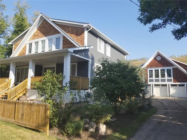 74 Elma Street, Okotoks, AB T1S 1J9 (#C4210372) :: Calgary Homefinders