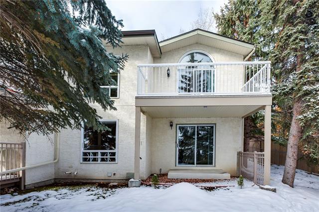 120 Strathlorne Mews SW, Calgary, AB T3H 1V1 (#C4211159) :: Your Calgary Real Estate