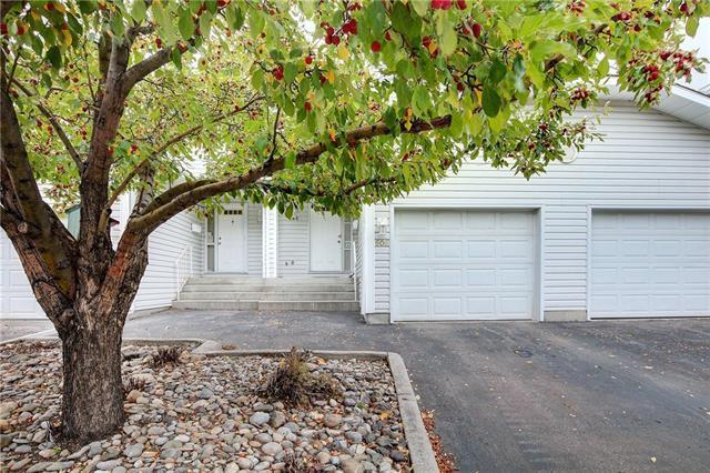 606 Hawkstone Manor NW, Calgary, AB T3G 3X2 (#C4214470) :: Your Calgary Real Estate