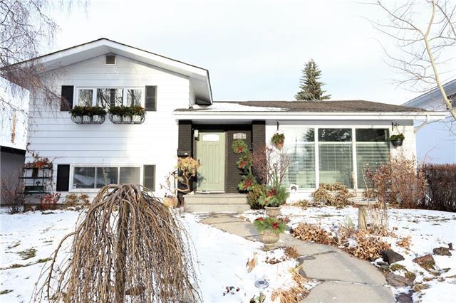52 Walnut Drive SW, Calgary, AB T3C 3H3 (#C4217638) :: Canmore & Banff