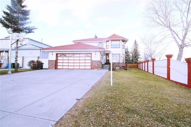 44 Castlefall Grove NE, Calgary, AB  (#C4218103) :: Canmore & Banff