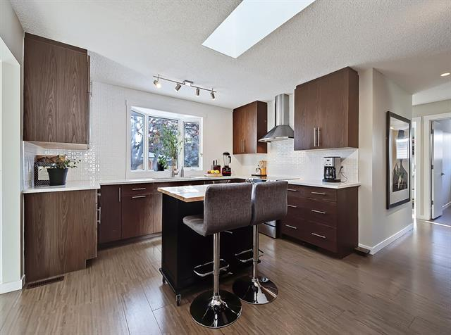 5335 Lakeview Drive SW, Calgary, AB T3E 5S1 (#C4224332) :: Redline Real Estate Group Inc