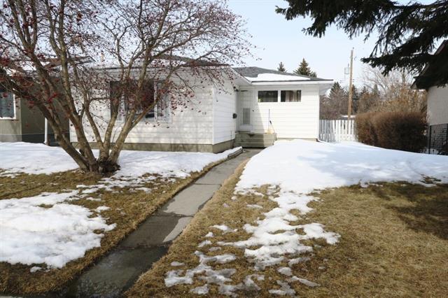68 Lissington Drive SW, Calgary, AB T3E 5E3 (#C4228731) :: Redline Real Estate Group Inc