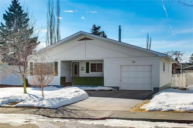 39 Cheltenham Road NW, Calgary, AB T2L 0M4 (#C4233241) :: Calgary Homefinders