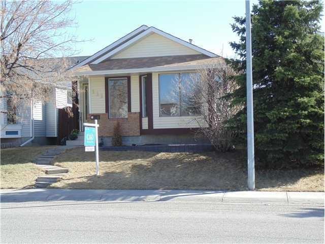 111 Martinwood Road NE, Calgary, AB T3J 3G7 (#C4244984) :: Redline Real Estate Group Inc