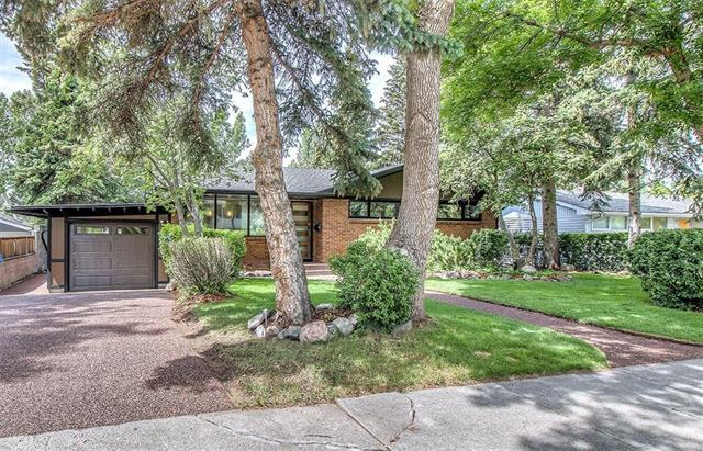 75 Gladys Ridge Road SW, Calgary, AB T3E 4H9 (#C4189653) :: Your Calgary Real Estate