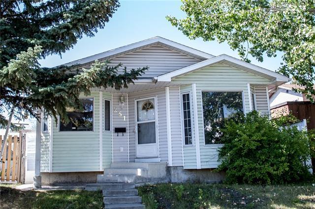 251 Erin Woods Drive SE, Calgary, AB T2B 2V8 (#C4204340) :: Redline Real Estate Group Inc