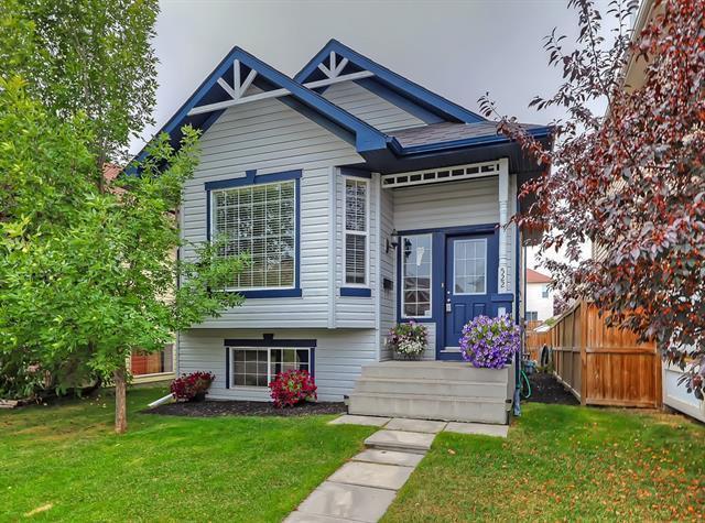 522 Evermeadow Road SW, Calgary, AB T2Y 4W9 (#C4206261) :: Redline Real Estate Group Inc