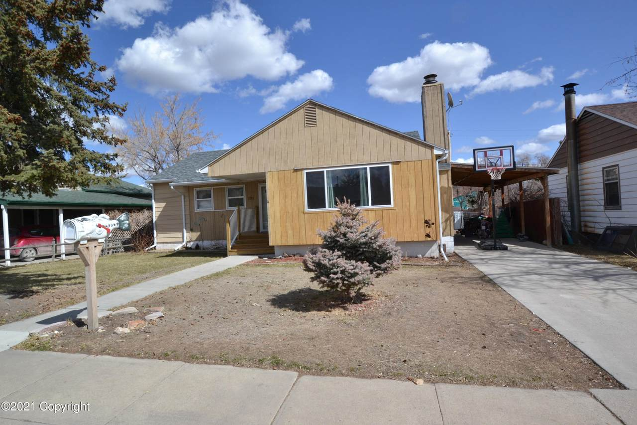 131 6th Ave - Photo 1