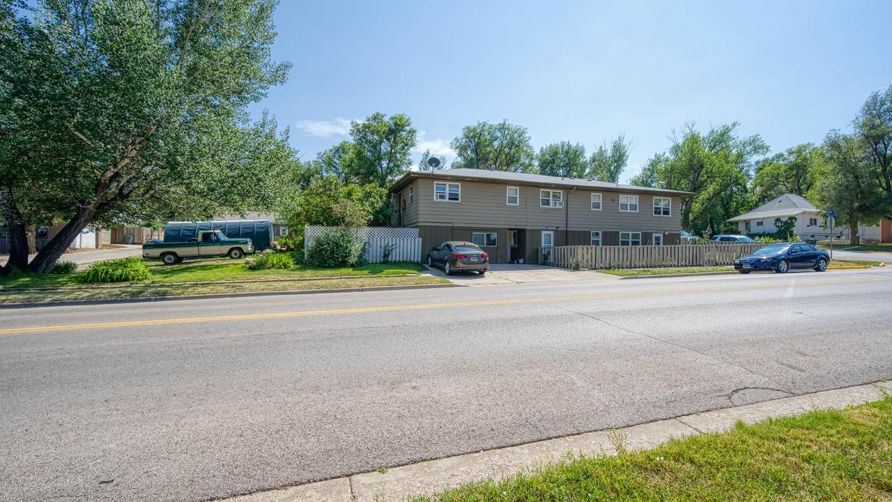 401 Ross Ave - Photo 1