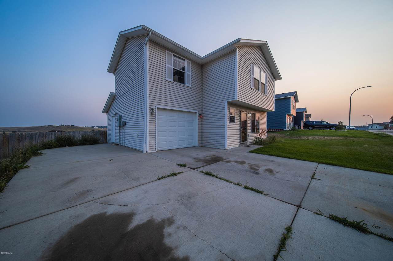 3005 Saddle String Cir - Photo 1