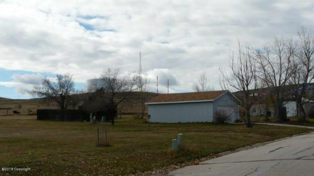 903 Chickasaw Ave, Gillette, WY 82718 (MLS #18-1653) :: 411 Properties