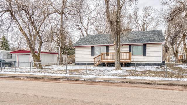 910 5th St E, Gillette, WY 82716 (MLS #20-342) :: Team Properties