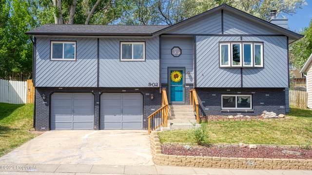 902 Pioneer Ave -, Gillette, WY 82718 (MLS #21-1047) :: 411 Properties