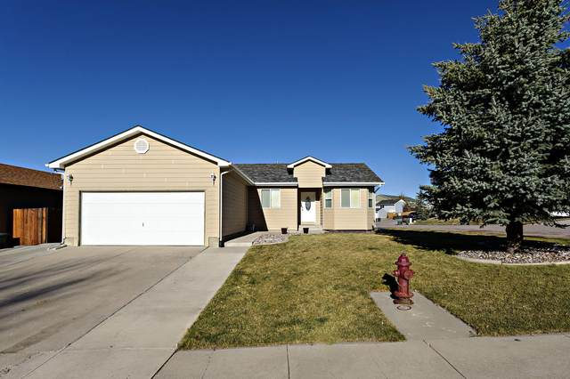 606 Oregon Ave -, Gillette, WY 82718 (MLS #20-1620) :: 411 Properties