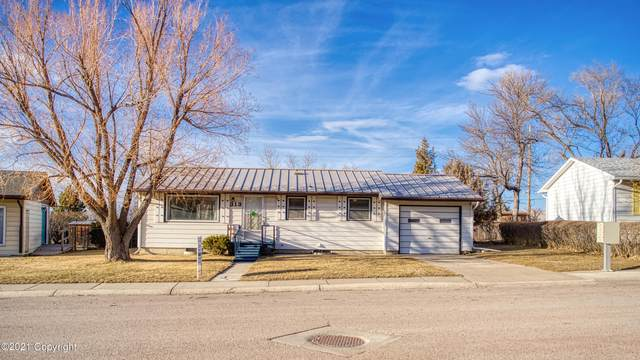 313 Lakeside Dr E, Gillette, WY 82716 (MLS #21-335) :: 411 Properties