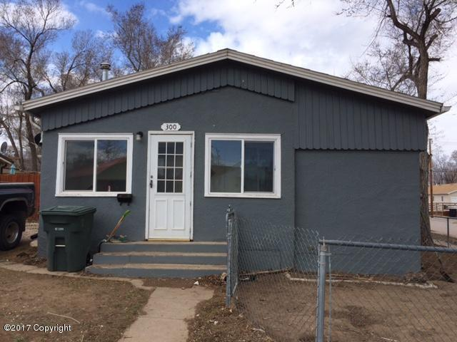 300 Ross Ave S, Gillette, WY 82716 (MLS #17-1466) :: Team Properties