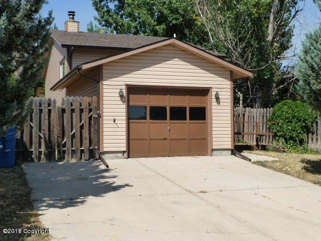 307 Laurel St E, Gillette, WY 82718 (MLS #18-108) :: 411 Properties