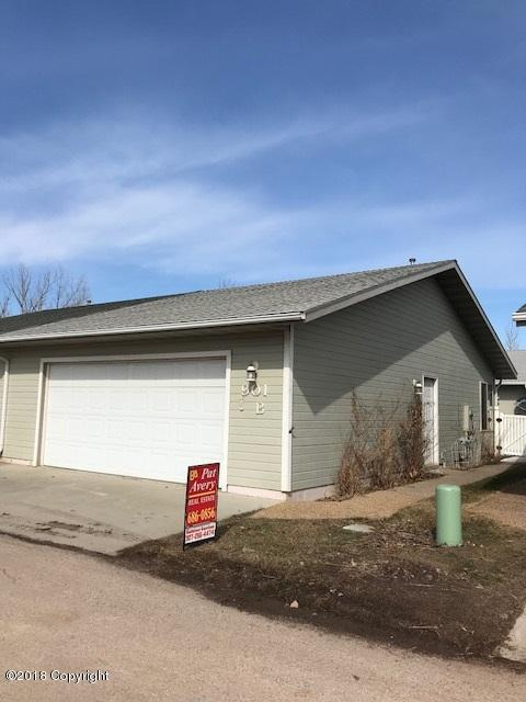 901 B 12th Street E, Gillette, WY 82716 (MLS #18-283) :: Team Properties