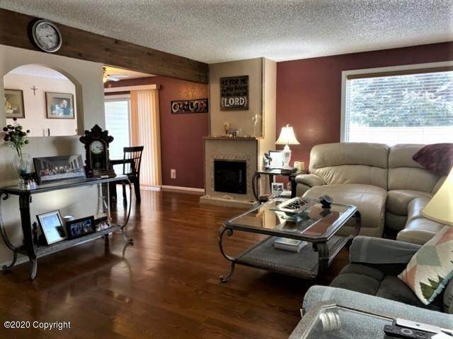 1136 E 12th St E, Gillette, WY 82716 (MLS #20-227) :: Team Properties