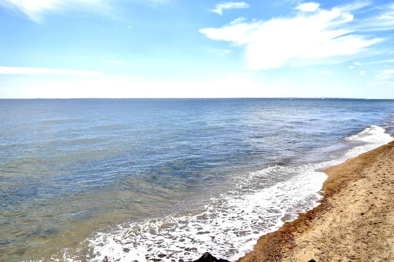 94 Shore Drive West - Photo 1