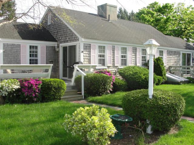 230 Gosnold Street Unit 3B, Hyannis, MA 02601 (MLS #21803786) :: ALANTE Real Estate