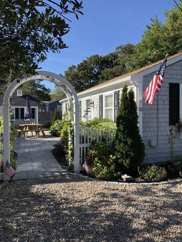 31 Vernon Street, West Yarmouth, MA 02673 (MLS #22007235) :: Leighton Realty