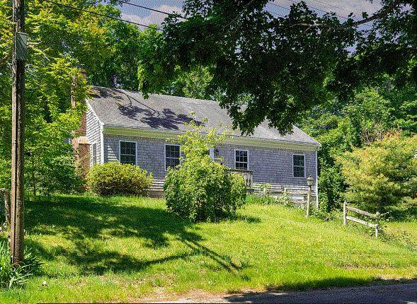 17 Mcgregor Road, Woods Hole, MA 02543 (MLS #22103265) :: Leighton Realty