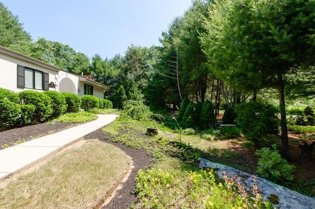 16 Deep Woods Drive Drive, Mattapoisett, MA 02739 (MLS #21804945) :: ALANTE Real Estate