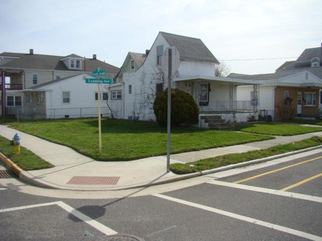 203 E Leaming Ave, Wildwood, NJ 08260 (MLS #181520) :: The Ferzoco Group