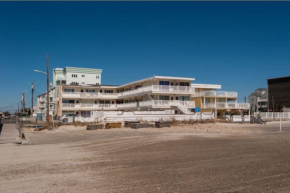 427 Monterey - Photo 1