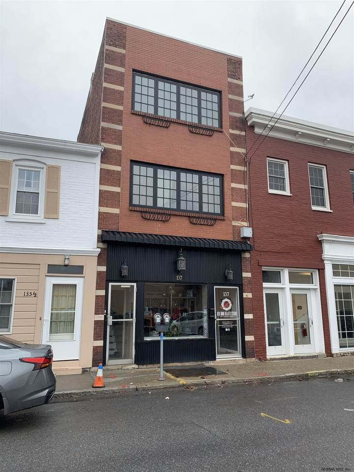 137 South Ferry St - Photo 1