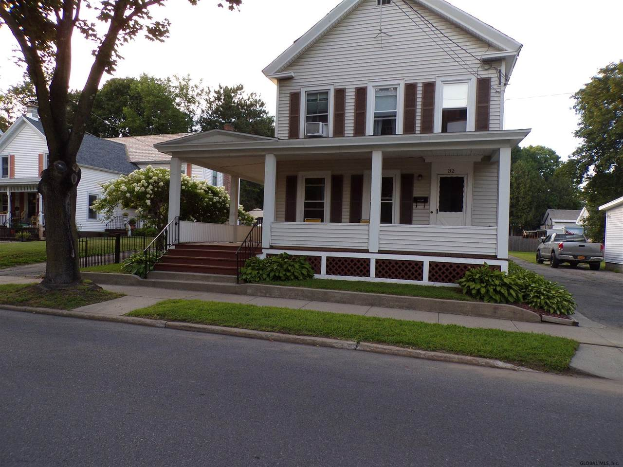 32 Lawrence St - Photo 1