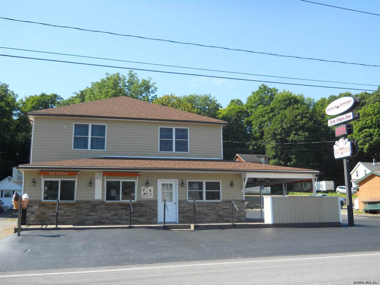 2747 Main St - Photo 1
