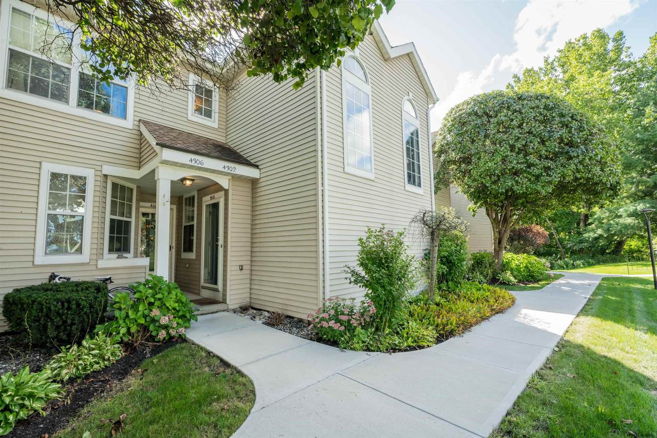 4306 Foxwood Dr South - Photo 1