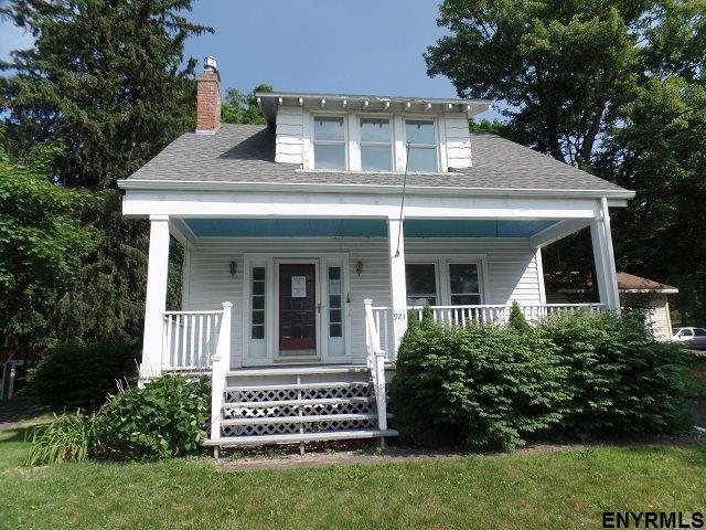 921 Hoosick Rd, Troy, NY 12180 (MLS #201824510) :: Weichert Realtors®, Expert Advisors