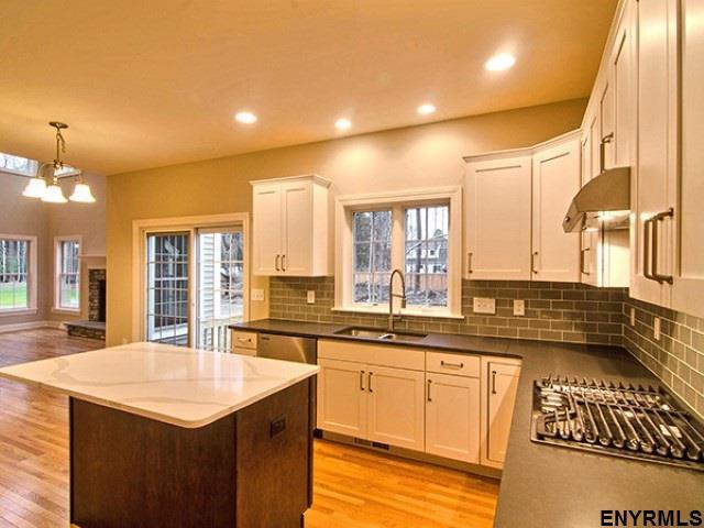 7 Cragmoor Ln, South Colonie, NY 12205 (MLS #201828435) :: Weichert Realtors®, Expert Advisors
