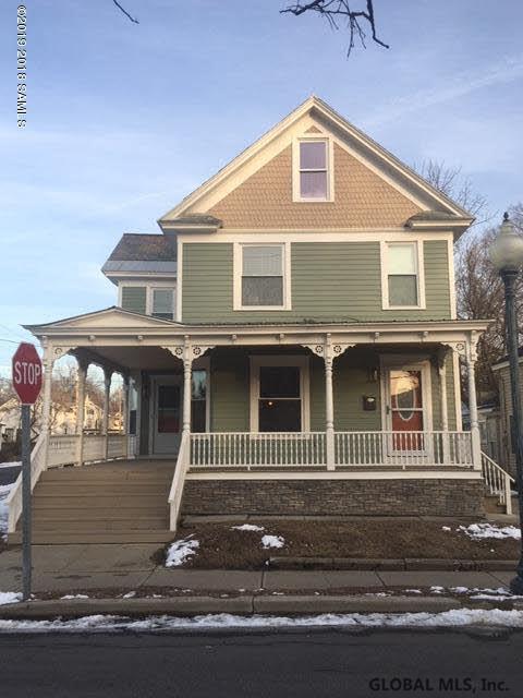 27 Harlem St, Glens Falls, NY 12801 (MLS #201925060) :: Picket Fence Properties