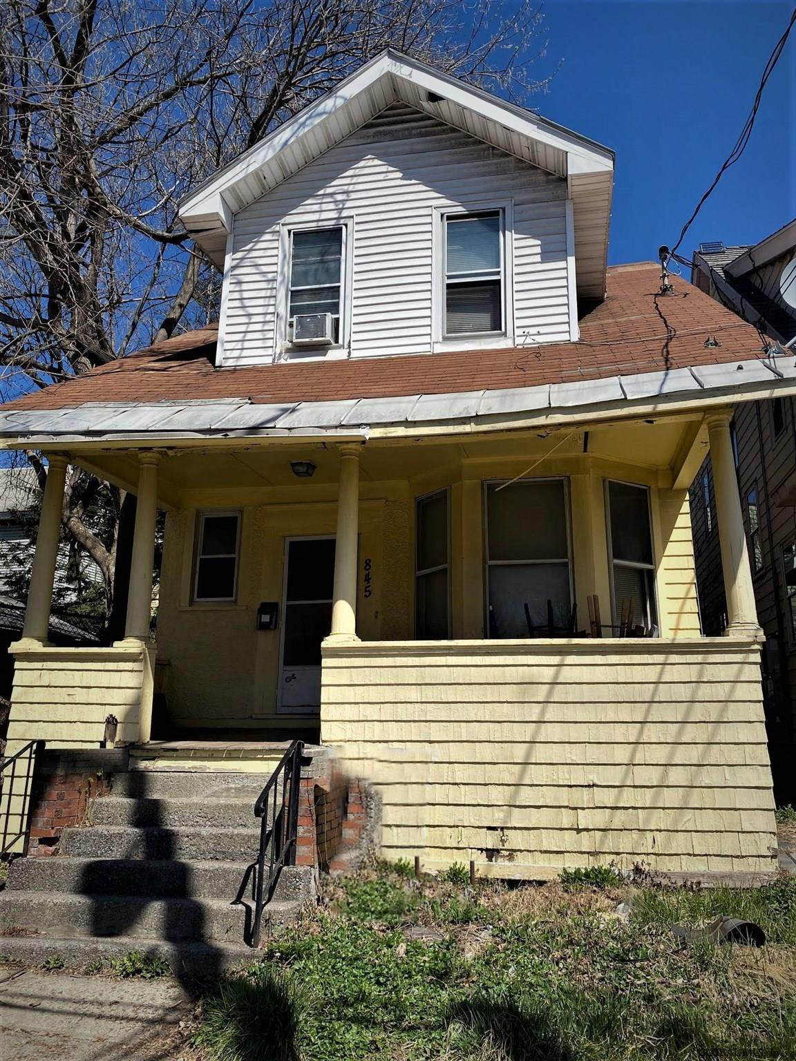 845 Washington Av - Photo 1