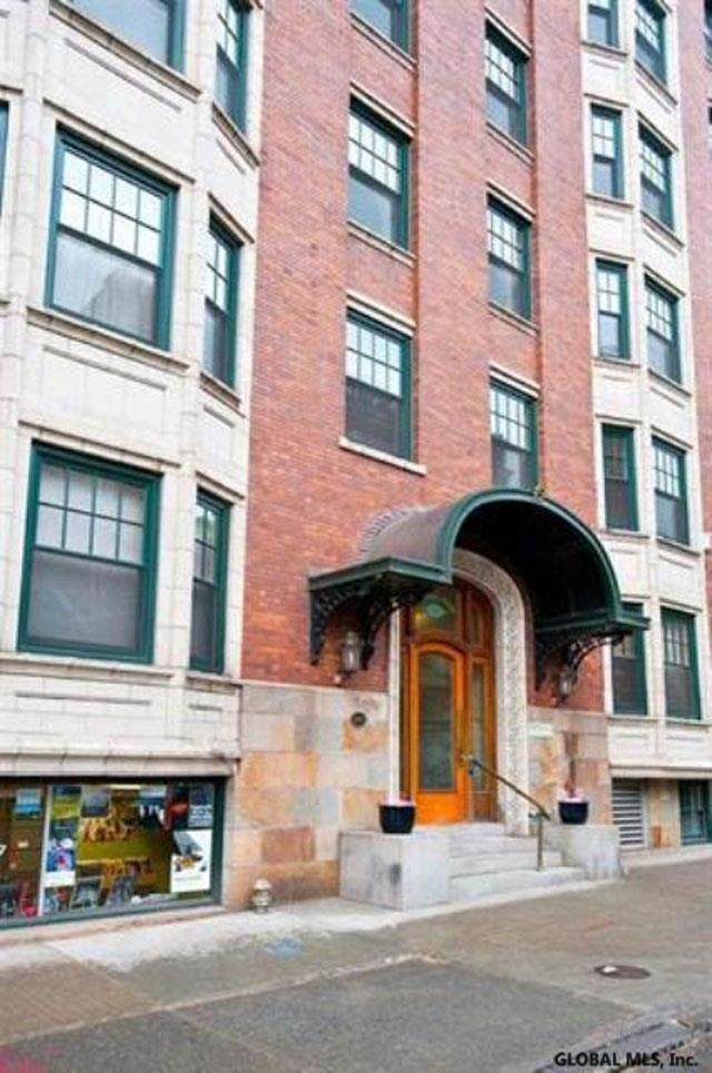 352 State St, Albany, NY 12210 (MLS #202115946) :: The Shannon McCarthy Team | Keller Williams Capital District