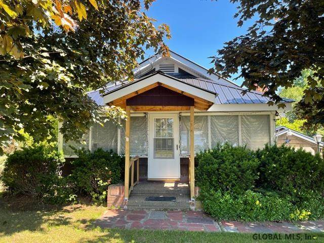 3113 Broad St, Port Henry, NY 12974 (MLS #202121397) :: The Shannon McCarthy Team | Keller Williams Capital District