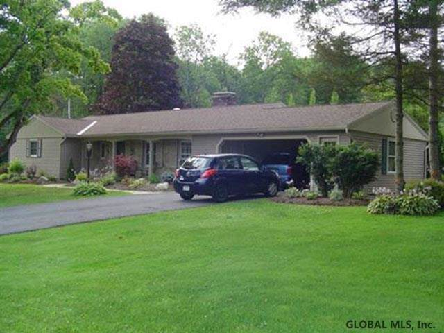 4 Stanton Ter, Johnstown, NY 12095 (MLS #201935171) :: Picket Fence Properties