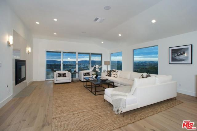8125 Tuscany Avenue, Playa Del Rey, CA 90293 (#17255406) :: The Fineman Suarez Team