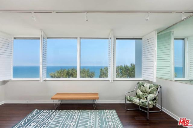 17366 W Sunset 205B, Pacific Palisades, CA 90272 (#17259180) :: The Fineman Suarez Team