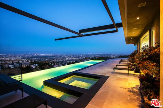 1646 Blue Jay Way, Los Angeles (City), CA 90069 (#17262932) :: TBG Homes - Keller Williams