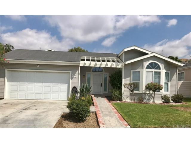 20147 Edgewater Drive #377, Canyon Country, CA 91351 (#SR17216243) :: Paris and Connor MacIvor