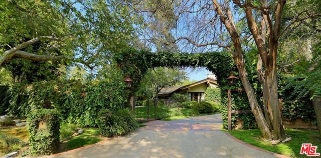 1508 Old Oak Road, Los Angeles (City), CA 90049 (#17280482) :: DSCVR Properties - Keller Williams