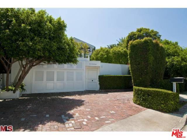 1129 Benedict Canyon Drive, Beverly Hills, CA 90210 (#17295280) :: The Fineman Suarez Team
