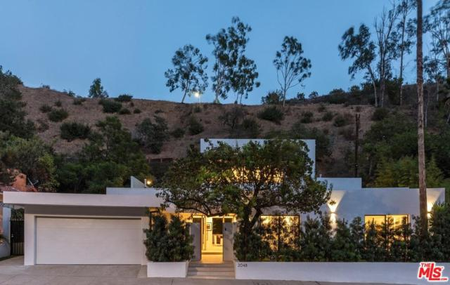 2048 N Beverly Drive, Beverly Hills, CA 90210 (#17295260) :: The Fineman Suarez Team